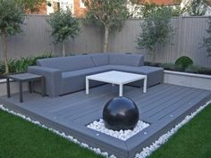 Contemporary outdoor lounge with composite decking and spherical granite water feature in constrained palette of greens and grey – Longacres Landscape zaun granit Back Garden Design, Modern Garden Design, Patio Design, Modern Backyard, Small Backyard Landscaping, Modern Landscaping, Backyard Ideas, Backyard Patio, Patio Ideas