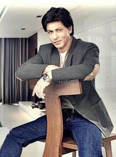 Shahrukh Khan for Mahagun  Embedded image permalink