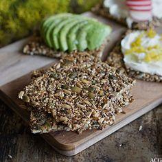 knekkebrød uten mel Vegan Recipes, Vegan Food, Crackers, Food And Drink, Eggs, Sweets, Baking, Snacks, Grains