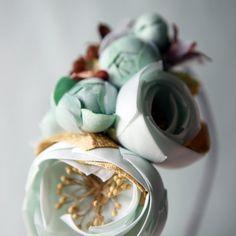 teal floral fascinator 'subterranean' von whichgoose auf Etsy, $100,00