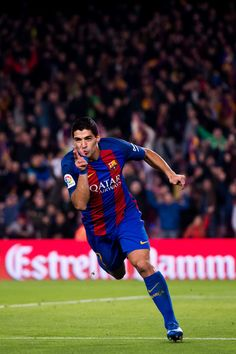 Luis Suarez of FC Barcelona celebrates after scoring the opening goal during the Copa del Rey semi-final second leg match between FC Barcelona and Atletico de Madrid at Camp Nou on February 2017 in Barcelona, Spain. Fc Barcelona, Barcelona Website, Barcelona Futbol Club, Barcelona Catalonia, Best Football Players, Soccer Players, Football Team, Messi Neymar, Girls Football Boots