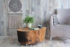 Prachtige &Wood boomstamtafel van Beukenhout. Door zijn leeftijd kun je aan de buitenkant van de tafel zien dat de boom veel mee gemaakt heeft. De tafel heeft mooie zwarte contrasten aan de zijkant, wat een prachtige tafel oplevert. Het unieke karakter van de tafel is de vorm. Het lijk net een kop van een uil. Een salontafel vol wijsheid. De boomstamtafel is voorzien van industriële wieltjes (6 cm) met een rem. De tafel blijft zo netjes op zijn plek staan, maar is ook makkelijk te… Accent Chairs, Table, Furniture, Home Decor, Upholstered Chairs, Decoration Home, Room Decor, Tables, Home Furnishings