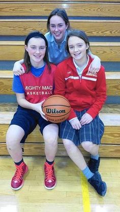 O'Malley sisters mix it up for Mother McAuley   The Daily Southtown