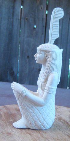 Image of the Goddess Egyptian Mythology, Egyptian Symbols, Egyptian Goddess, Egyptian Art, Cairo, Maat Goddess, Pyramids Egypt, African History, Gods And Goddesses