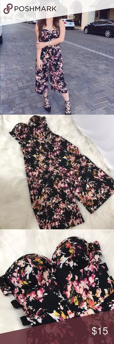 Floral romper Comfy romper perfect for this upcoming spring! Worn a few times, in great condition. Romper has some opening on the sides and it's a zip up Pants Jumpsuits & Rompers
