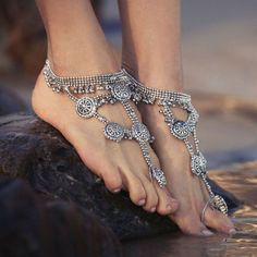 Bridal anklets and barefoot sandals for a beach/boho wedding Hippie Style, Gypsy Style, Hippie Boho, Girl Style, Boho Wedding Shoes, Bridal Shoes, Boho Shoes, Wedding Beach, Estilo Boho