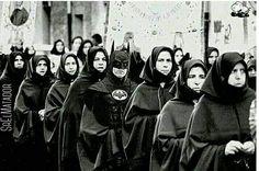 Algo aquí no cuadra.  -  -  #Batman #LunesDeConfesiones #Monjas #Convento #mujeres #BruceWayne #SrElMatador #ElSalvador #SV