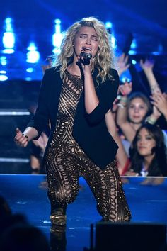 Pin for Later: The 31 VMAs Snaps That You Probably Didn't See Tori Kelly