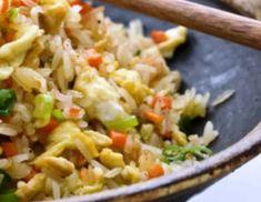 Κινέζικο τηγανιτό ρύζι Rice Recipes, Asian Recipes, Cooking Recipes, Healthy Recipes, Ethnic Recipes, Healthy Food, Spring Rolls, Chinese Food, Fried Rice