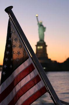 """New York City. We anchored between The Statue of Liberty and Ellis Island when o… New York City. Wir ankerten zwischen der Freiheitsstatue und Ellis Island, als wir 2004 auf unserer """"Great Loop"""" -Reise waren. Ellis Island, I Love America, God Bless America, Calling America, America 2, Photographie New York, New York City, Usa Party, A New York Minute"""