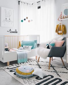 cute nursery White and colourful. Babykamer kinderkamer wit en kleurig