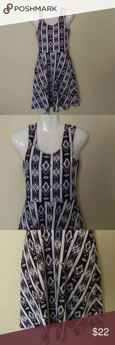 Rue 21 black and white geometric dress Rue 21 black and white geometric dress size small never worn great condition nwot Rue 21 Dresses