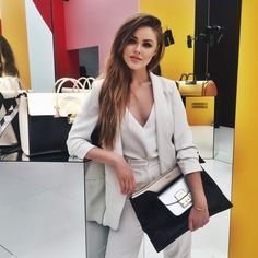 Furla bags in New York. The new Furla flagship has just opened in NY, between Street and Fifth Avenue. Fashion Models, Girl Fashion, Fashion Outfits, Fashion Designer Game, Sweden Fashion, Kristina Bazan, Office Looks, Business Fashion, Business Style