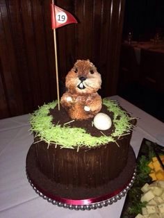 Every Golfer loves Caddyshack, Everybody loves cake but, everyone loves the 19th hole! Kill all the golfers! #gameinglove www.game-inglove.com This is an excellent golf cake