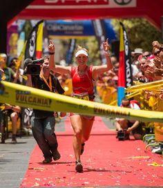 Anna hace su entrada triunfal en la meta de Transvulcania. Inolvidable ese 12 de mayo de 2012