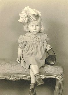 This look is classic - little girls with big bows on their heads - it will never go out of style. Vintage photo of blonde girl with a little handbag. Vintage Children Photos, Vintage Pictures, Old Pictures, Vintage Images, Old Photos, Vintage Abbildungen, Photo Vintage, Vintage Girls, Vintage Beauty