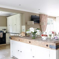 Curved worktop | How to rethink a space with kitchen worktops | Decorating | housetohome.co.uk