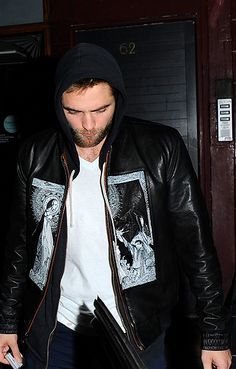 Robert Pattinson Life: New Pictures from London - Dec. 5th, 2013