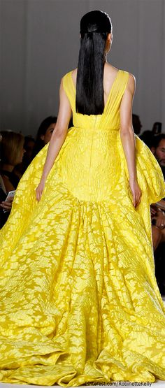 Giambattista Valli /A Modern FairyTale/Belle /Ria Couture Fashion, Runway Fashion, High Fashion, Fashion Show, Fashion Design, Fashion Fashion, Gq, Winter Typ, Fall Winter