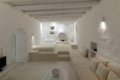 Μελανόπετρα instead of a bed, a tiny kitchen