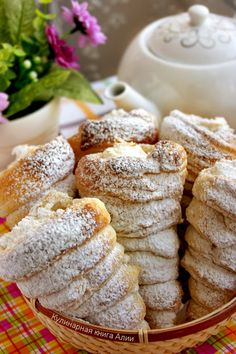 Have no clue on what these things are but they look delicious Sweet Desserts, Sweet Recipes, Delicious Desserts, Yummy Food, Russian Desserts, Russian Recipes, Pastry Recipes, Baking Recipes, Sweet Bakery