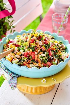 Mediterranean Chopped Salad Recipe DELICIOUS - The crunchy vegetables for this . Mediterranean Chopped Salad Recipe DELICIOUS - The crunchy vegetables for this side dish are cut nice and small. So it can be picked up standing u - Salad Recipes For Dinner, Healthy Salad Recipes, Feta, Crab Stuffed Avocado, Cottage Cheese Salad, Seafood Salad, Chopped Salad, Easy Salads, Food For A Crowd