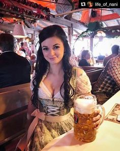 Pics of beer maidens, and other beautiful women from Oktoberfest Octoberfest Girls, Oktoberfest Beer, Oktoberfest Outfit, German Oktoberfest, German Women, German Girls, Beer Festival Outfit, Festivals, Root Beer