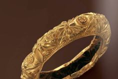 Late Roman gold bracelet, with frames encircling  leaves, 3rd century A.D.