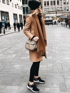 Stilig outfits vinter 50 foto ideer Take a look at the best winter dresses outfit in the photos below and get ideas for your outfits! Otoño invierno 2016 More Image source Europe Outfits, Paris Outfits, Mode Outfits, Paris Dresses, Fashion 2017, Look Fashion, Trendy Fashion, Fashion Outfits, Fashion Trends