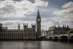 Nice weather in London ! #sonyimages #photooftheday #city #photographer #photo #urban #sonya7r #tamronlens #tamron35mm #photography #london #westminster http://tipsrazzi.com/ipost/1524806637603516467/?code=BUpM47hg_Az