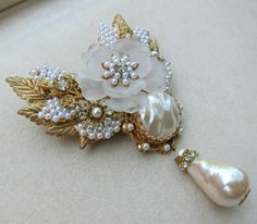 STANLEY HAGLER HAND WIRED SEED & BAROQUE PEARL DROP BROOCH