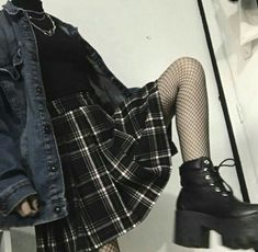 Skirt Outfits Grunge Plaid Super Ideas Source by clothes Mode Grunge, Grunge Goth, Grunge Style, Goth Style, Grunge Makeup, Nu Goth, Grunge Hair, Grunge Fashion, Girl Fashion