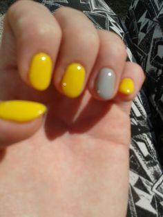 Yellow & green nails