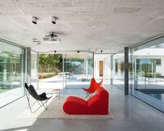 Lieven Dejaeghere architect has designed a concrete and glass pool house, a pavilion connected to a rural residence ( Wannegem-Lede, Belgium) Modern Pool House, Modern Pools, Deck Colors, Glazed Walls, Glass Pool, Concrete Architecture, Concrete Pool, Terrazzo Flooring, Swimming Pool Designs