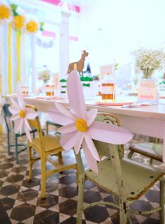Loving these DIY paper flowers!
