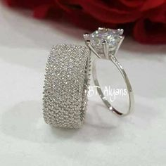 A pretty diamond wedding ring set. A pretty diamond wedding ring set. Wedding Rings Simple, Wedding Rings For Women, Unique Rings, Beautiful Rings, Elegant Wedding, Engagement Rings For Women, Trendy Wedding, Wedding Unique, Beautiful Dream