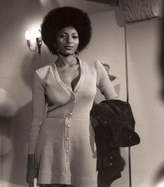 """Foxy Brown,"" ""Jackie Brown"" Star Pam Grier styles for women in their seventies ""Foxy Brown,"" ""Jackie Brown"" Star Pam Grier Jackie Brown, Black Is Beautiful, Beautiful People, Black Actresses, Black Actors, 50s Actresses, Vintage Black Glamour, Vintage Beauty, American Women"