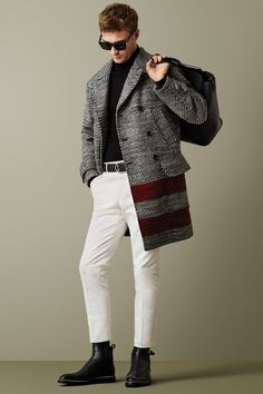 En una sola gama de colores, todo se vale desde el blanco hasta el negro, pasando por el gris, ya sea pantalón, abrigo o camisa, búscalos en Robert's
