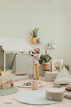 Sortez vos pinceaux, on vous dit tout sur la chambre d'enfant tropicale ! Découvrez nos conseils déco pour une chambre ensoleillée et exotique.