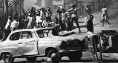 Rebelião. O protesto em Soweto deflagrou uma onda de violência contra os negros