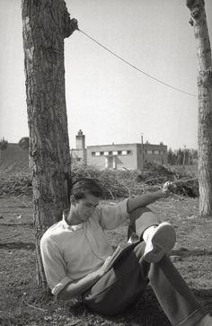 near Cinecittà studios. Golden Age Of Hollywood, Classic Hollywood, James Dean Photos, Norman Bates, Anthony Perkins, Cute Gay Couples, Cinema Movies, Classic Films, Movie Stars