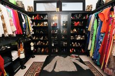 This girl's apartment is only 1000 sq ft and yet she still has an AMAZING closet