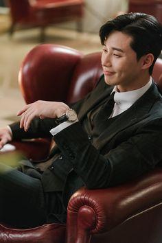 dress styles for men Handsome Korean Actors, Park Seo Joon, Lee Young, Park Min Young, Kdrama Actors, Cute Korean, Korean Men, Kpop, K Idols