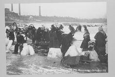 Колка льда. Россия, Москва 1900   Челноков
