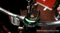 El CycleNav Smart Bike Navigation es fácil instalar en el manubrio y cuenta con liberación rápida para llevarlo cuando dejamos la bicicleta estacionada. - See more at: http://ferias-internacionales.com/blog/cyclenav-smart-bike-navigation-el-nuevo-dispositivo-para-ciclistas/#sthash.VTLRRdrq.dpuf
