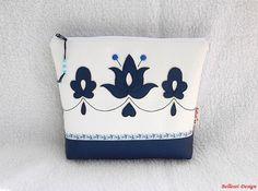 Magyaros neszesszer, bármitartó - kék/fehér (BellestiDesign) - Meska.hu #handmade #handmadebag #mywork #bags #woman #fashion #bellestidesign #táskák #kézműves #egyedi #nőknek #divat l #rendelés #rendelhetők #crafts #ősz #folk #hungarian