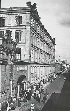 Tampereen Finlaysonin portti 1930-luvulla. MV. Helsinki, Historian, Old Photos, Old Things, Louvre, Country, City, Building, Pictures