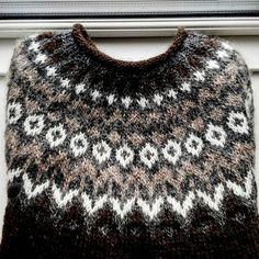 I knitted this icelandic sweater for my boyfriend who loves to go sailing. Think it will keep him warm when he is on the sea ❤ see link to… Sweater Knitting Patterns, Knitting Stitches, Baby Knitting, Crochet Woman, Knit Crochet, Icelandic Sweaters, Nordic Sweater, Fair Isle Pattern, Fair Isle Knitting