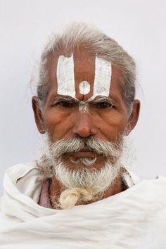 Kumbh Mela Festival : le plus grand festival religieux au monde immortalisé par le photographe David Graham. Ce festival ayant lieu en Inde regroupe beaucoup de Sadhus, les hommes religieux Indouïstes.