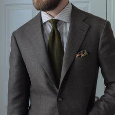 """Warm tones. #ootd #wiwt #데일리룩 #남자패션 #menswear #mensstyle #mensfashion #bespoke #jacket #dormeuil #bnt #bntailor #necktie #knittie #conradwu #pocketsquare…"""